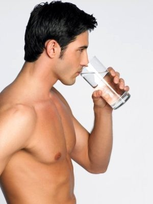 """Nước giúp giảm chất béo trong cơ thể và """"xây dựng"""" một cơ bắp vững chắc"""