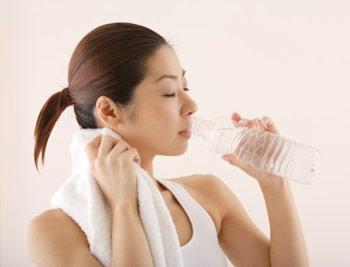 Uống nhiều nước sẽ tiêu thụ được một lượng calo đáng kể