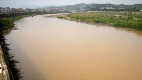 Sông hồng ô nhiễm do đâu