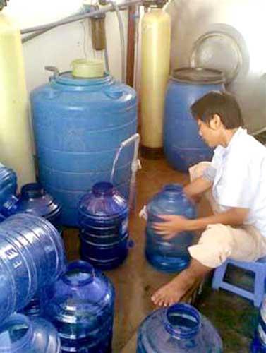Thanh tra cơ sở sản xuất nước đóng chai