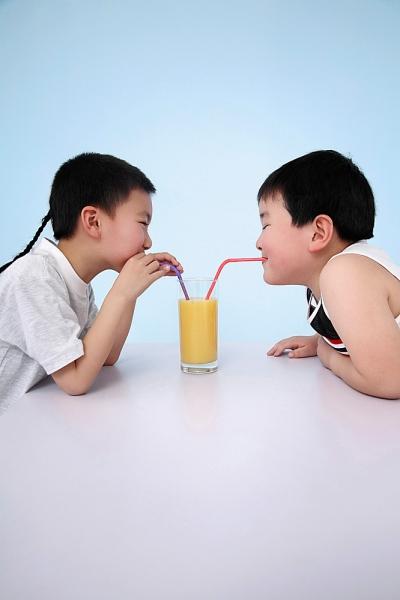 Cách chọn nước uống tốt nhất cho con