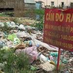 Những bãi rác vô tư mọc lên bất chấp biển cấm.