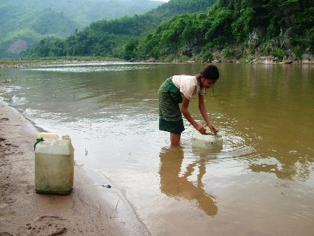Dùng nước sông để nấu ăn