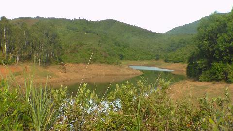 Nước hồ bị cạn kiệt